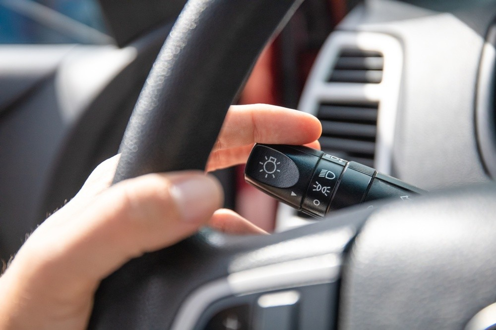 как включить указатели поворота на автомобиле